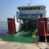 写真:イベントのために用意されたチャーター船