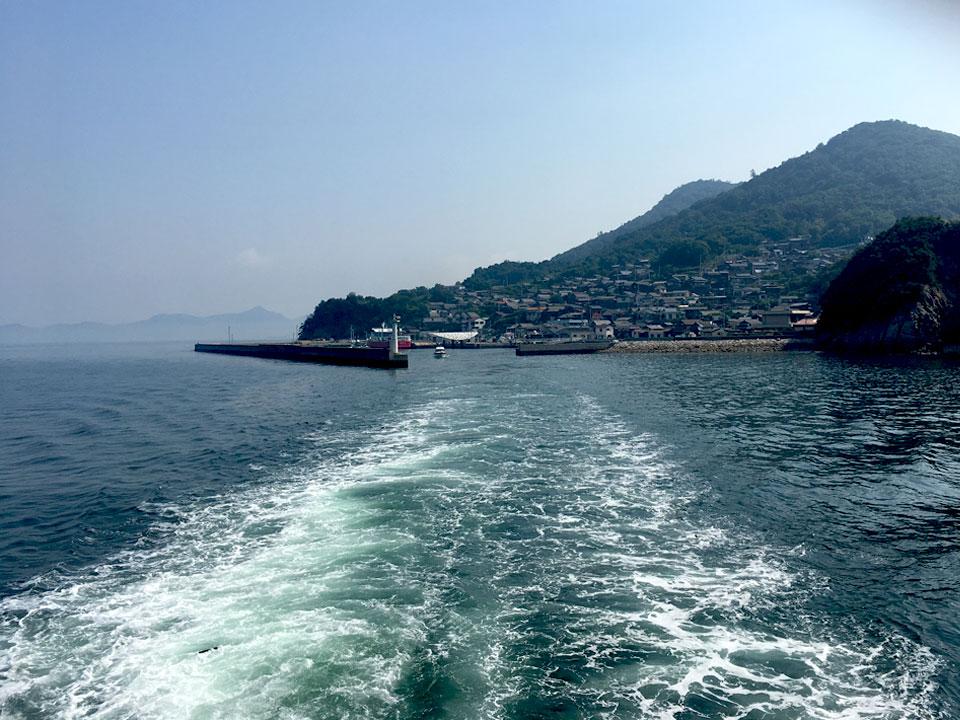 写真:帰りの船から見たおぎじま