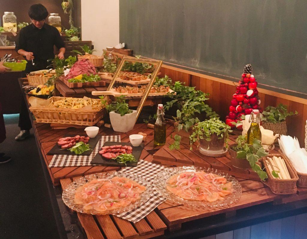 懇親会の料理の写真