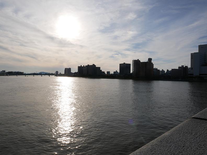 写真:万代橋